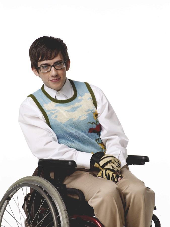 Look de Kevin McHale dans Glee : un pull sans manches à l'imprimé douteux