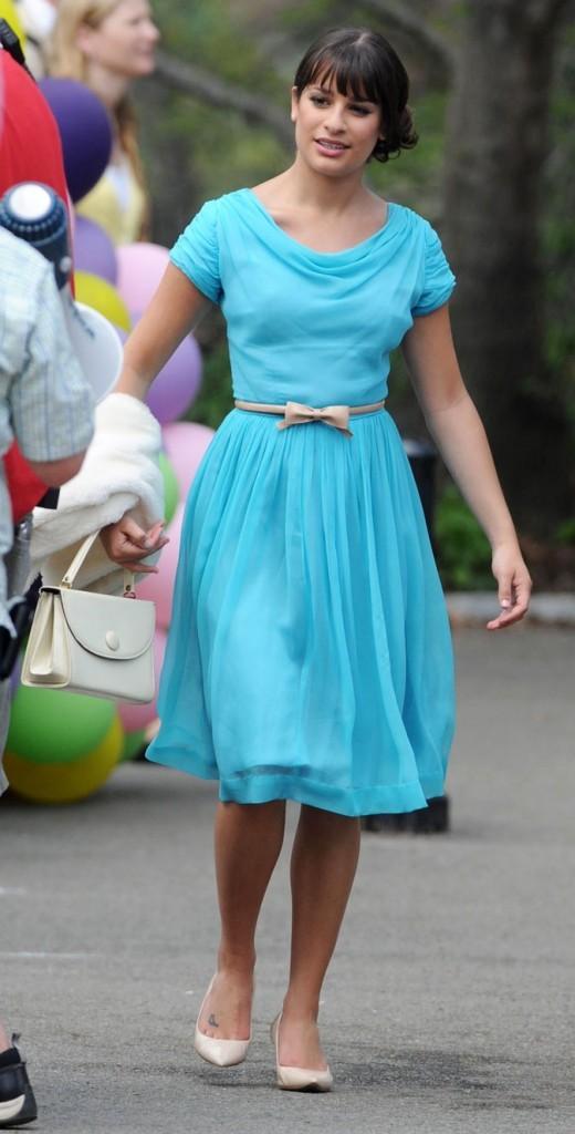 Look de Lea Michele dans Glee : une robe bleue tendance demoiselle d'honneur