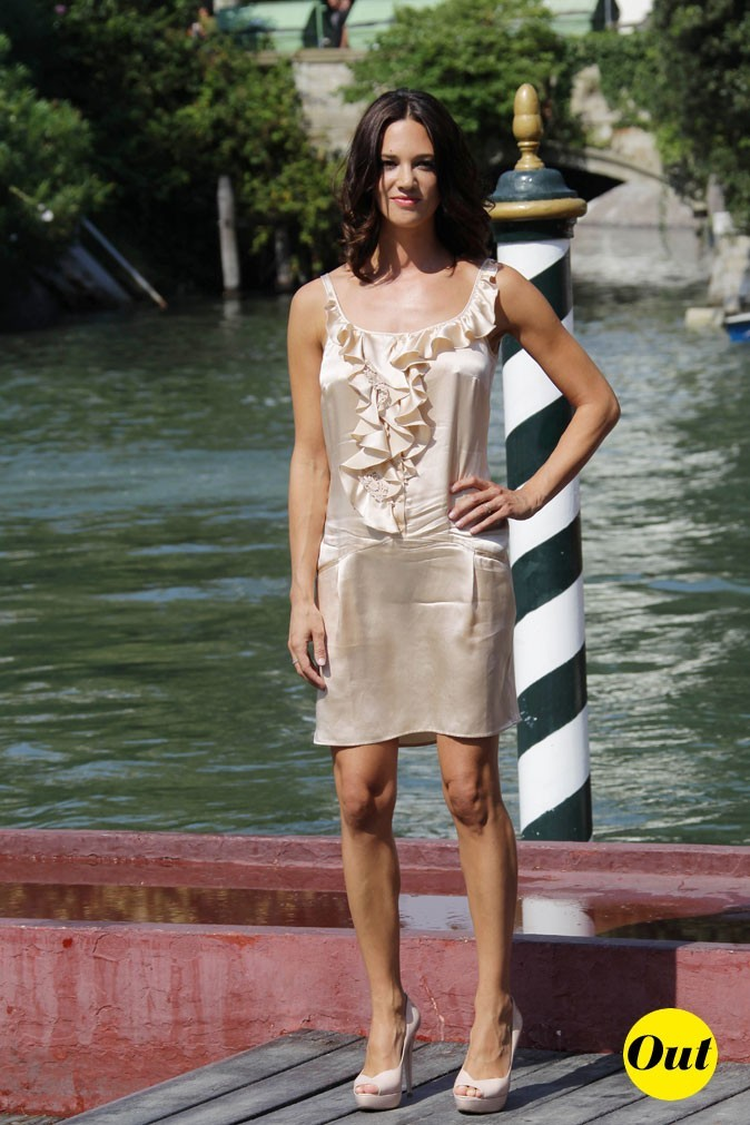 Mostra de Venise 2011 : la petite robe beige d'Asia Argento