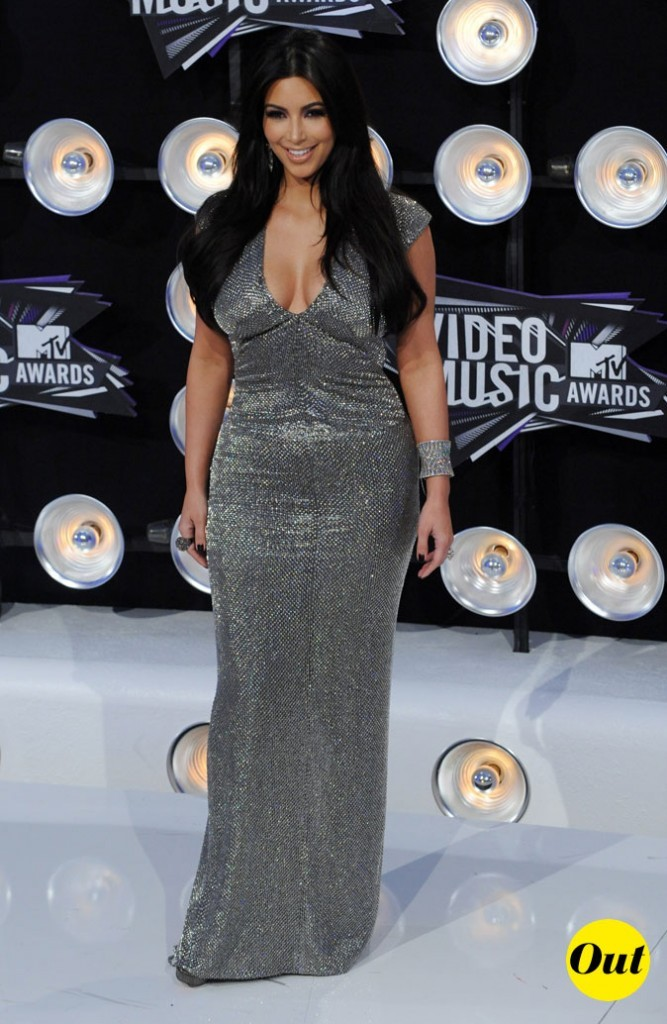 Le look de Kim Kardashian aux MTV Video Music Awards 2011 : une robe longue argentée Franco Kauffman