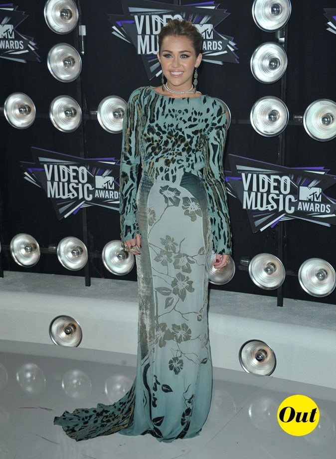 Le look de Miley Cyrus aux MTV Video Music Awards 2011 : une robe longue Roberto Cavalli