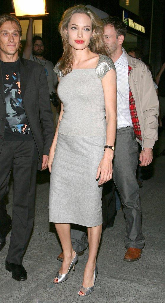 photos   angelina jolie   actrice de renom et super maman engag u00e9e    d u00e9couvrez son cv fashion