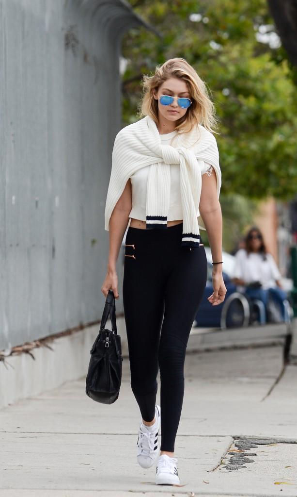Son CV Fashion : jeune fille le jour, femme fatale la nuit !