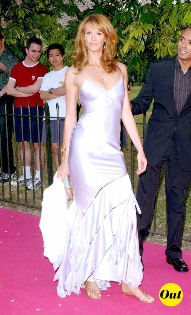 Elle Macpherson en robe de princesse violette : OUT !
