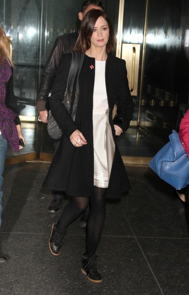 Emily Blunt est fan des compensés Isabel Marant !