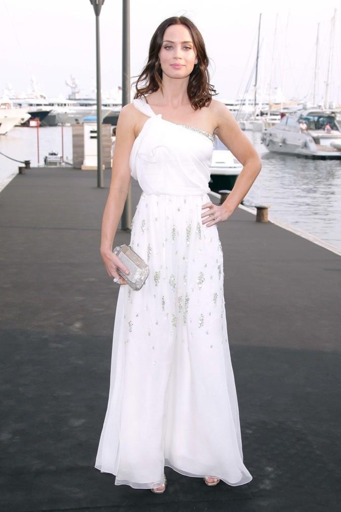 Emily Blunt est toute jolie dans cette robe blanche !