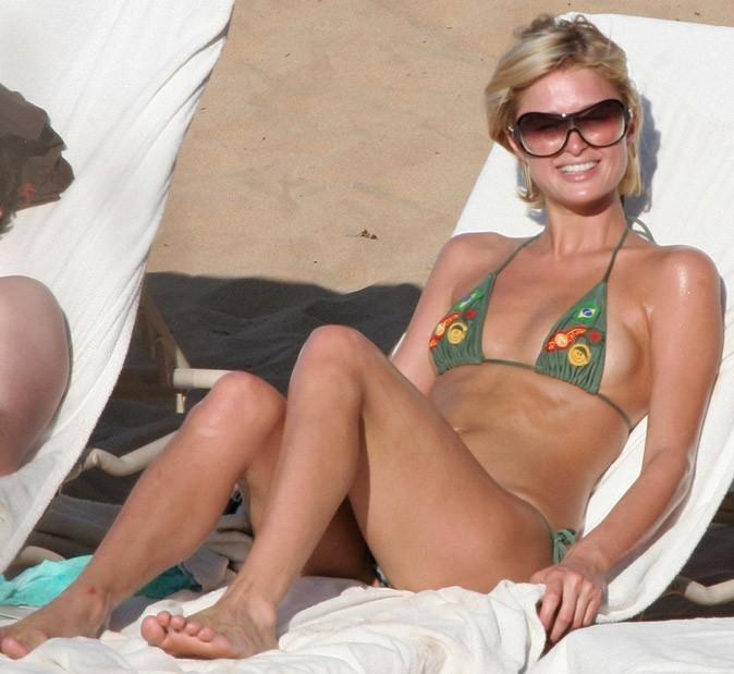 Le bikini à écussons de Paris Hilton !