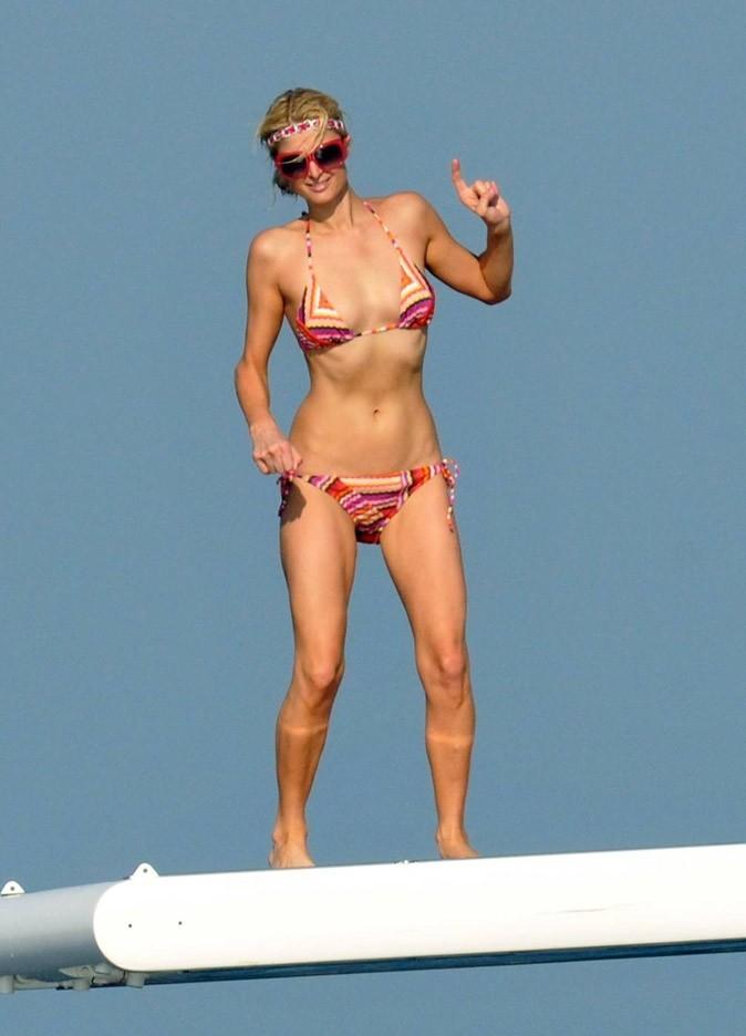 Le bikini à rayures bayadère de Paris Hilton !