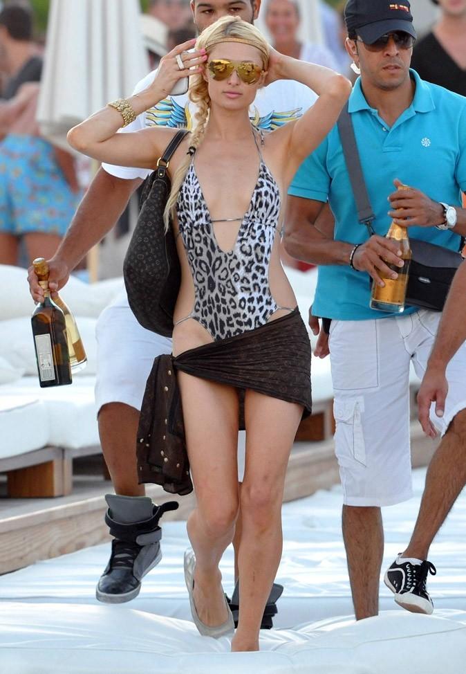 Le trikini léopard de Paris Hilton !