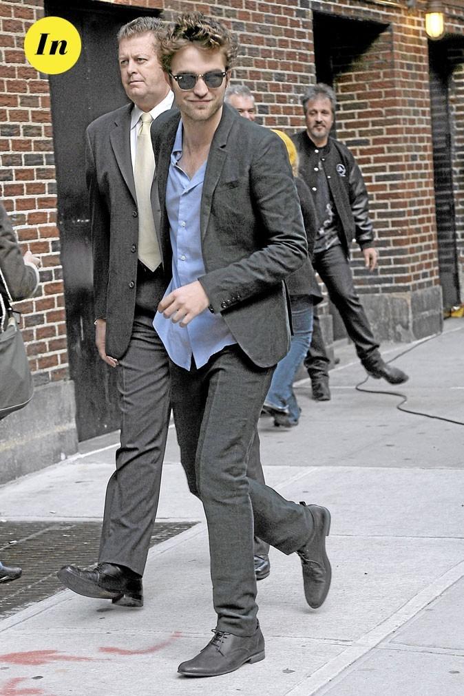 Le look lunettes rétro de Robert Pattinson en 2009