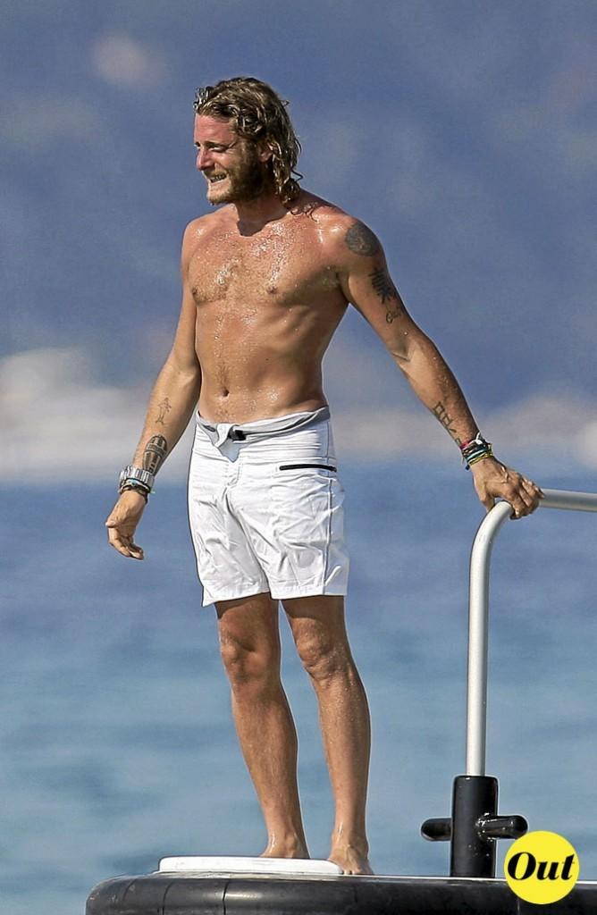 Photo : le maillot de bain blanc de Lapo Elkann à la plage !