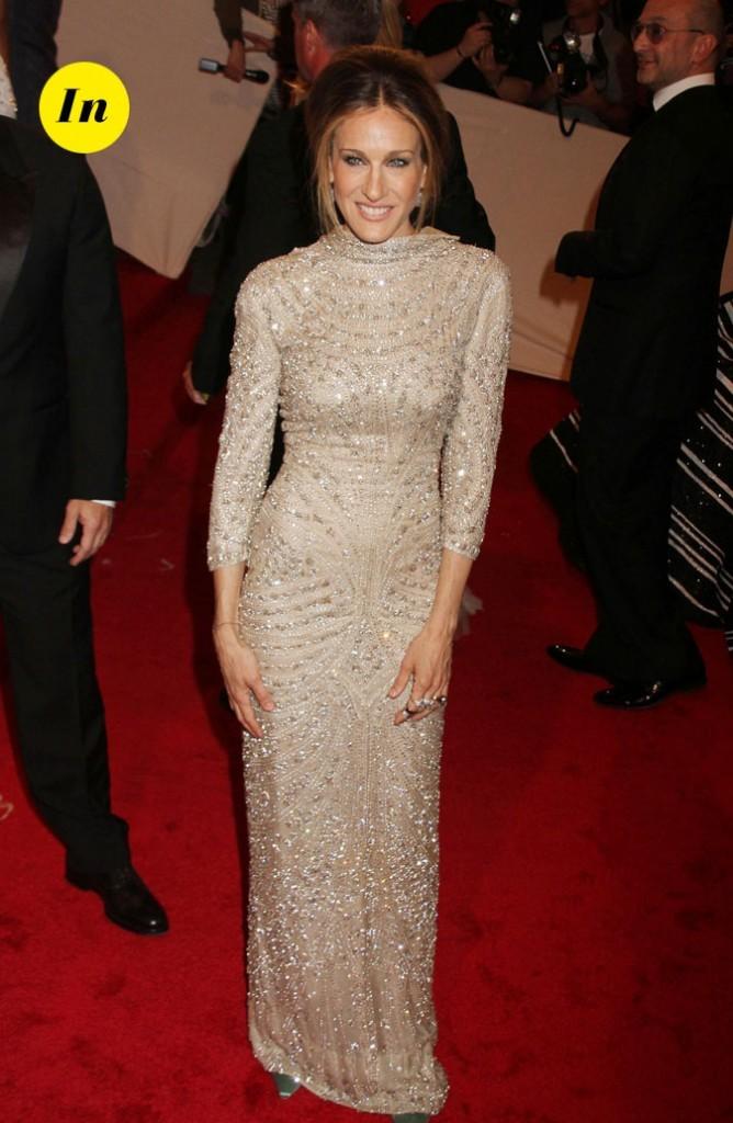 Photo look de star au MET Ball 2011 : la robe à manches longues Alexander McQueen de Sarah Jessica Parker
