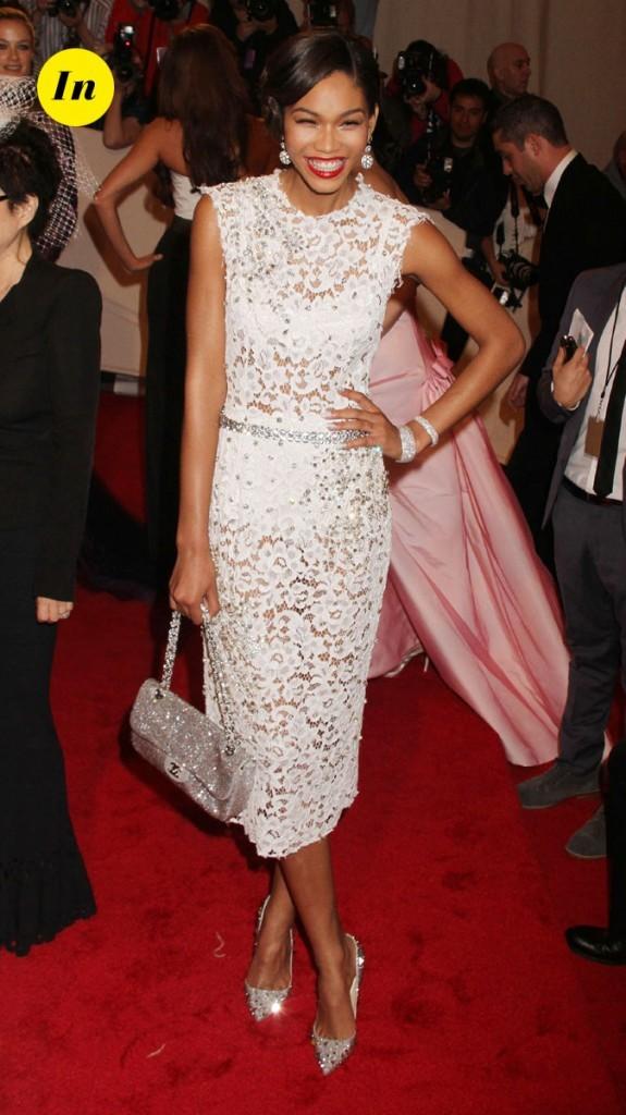 Photo look de star au MET Ball 2011 : la robe en dentelle blanche Dolce & Gabbana de Chanel Iman