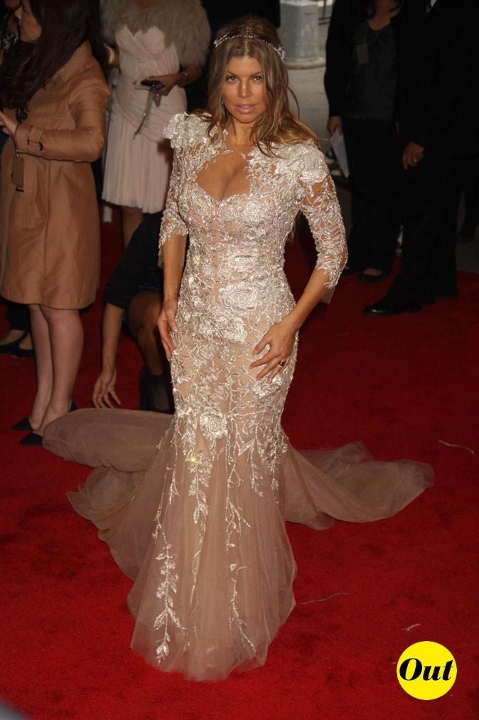 Photo look de star au MET Ball 2011 : la robe en dentelle blanche Marchesa de Fergie