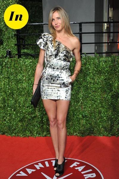 Oscars 2011 : la robe courte asymétrique de Cameron Diaz