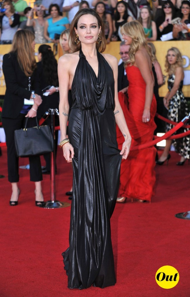 Robe Jenny Packham pour une Angelina Jolie aux allures de bad girl