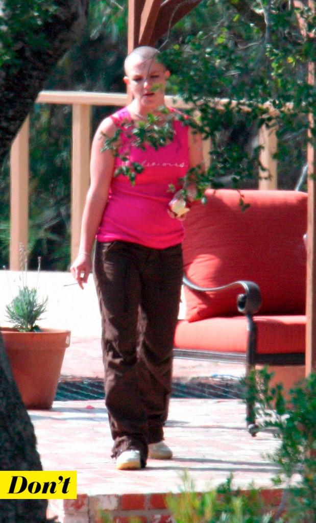 Britney Spears et le crâne rasé.