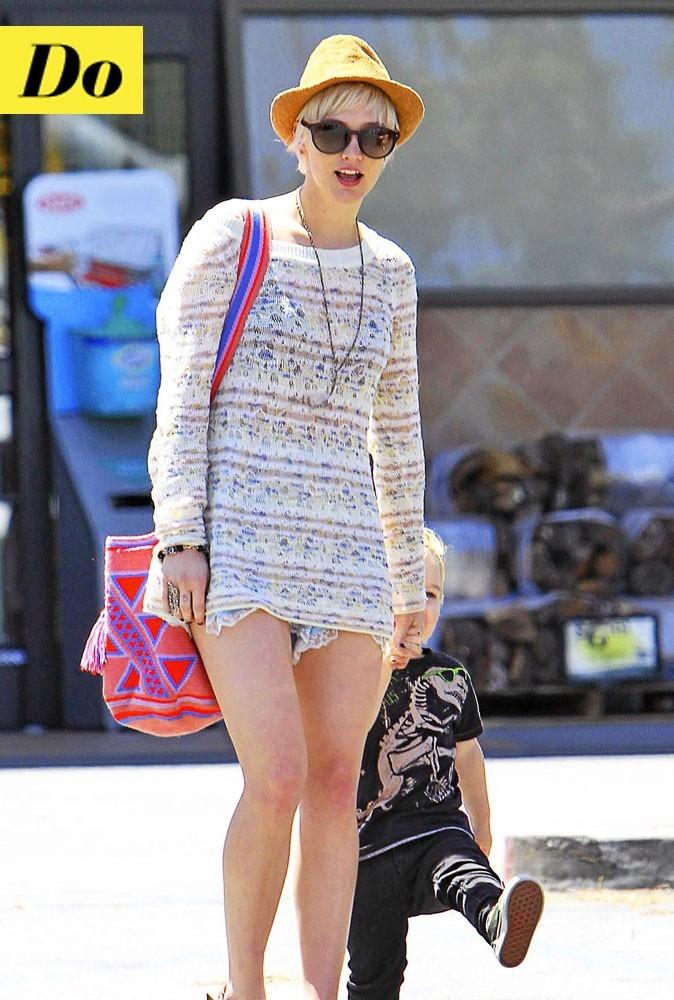 Look de star : la tenue en dentelle blanche d'Ashlee Simpson