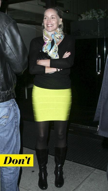 Mode d'emploi du look fluo : la jupe jaune fluo de Sharon Stone