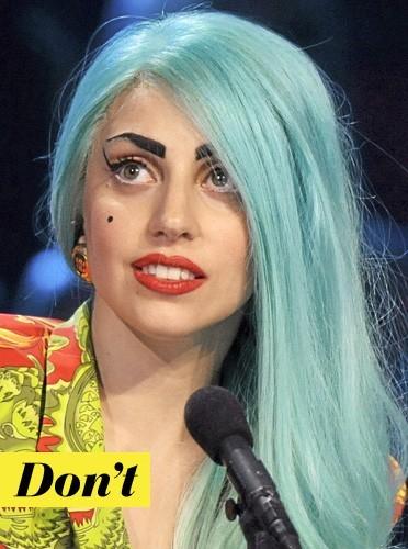 >>Les sourcils prononcés de Lady Gaga: don't !