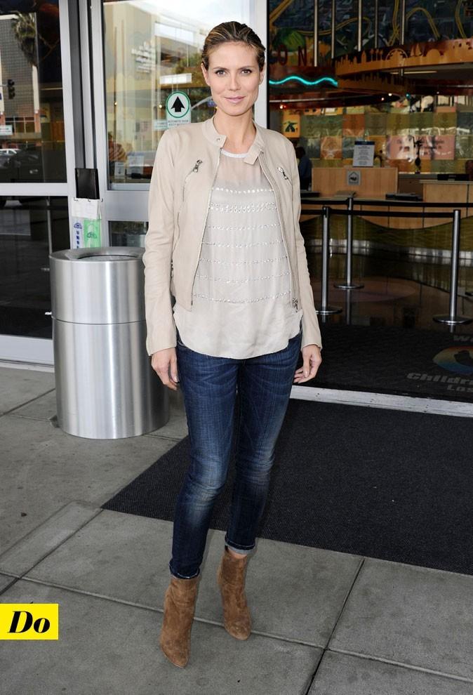 Le look denim de Heidi Klum : un jean slim et des boots camel