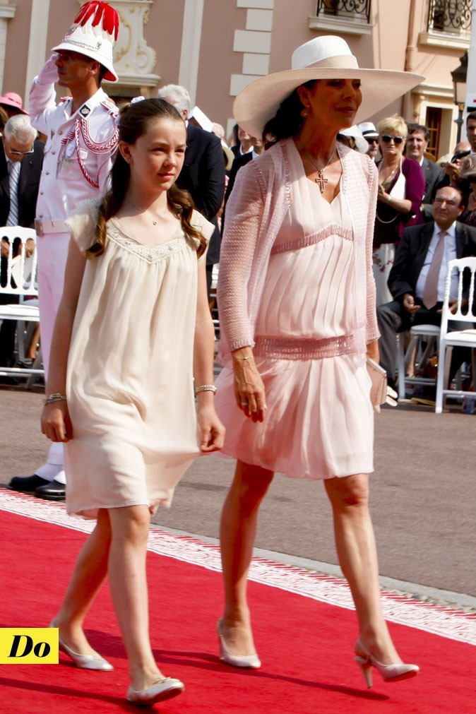 Mariage de Charlene Wittstock et Albert de Monaco : les looks de Caroline de Monaco et sa fille !