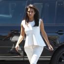 Kim Kardashian un peu boudinée !