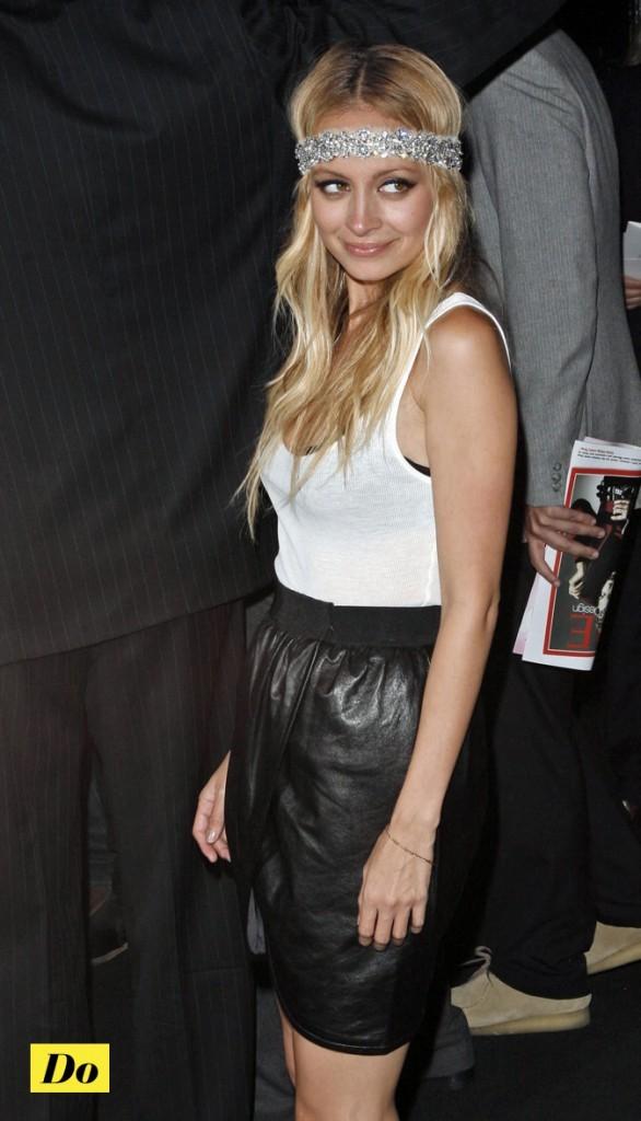 Nicole Richie porte la jupe en cuir !