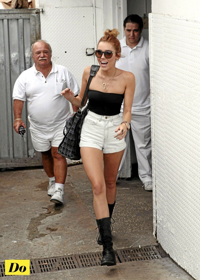 Miley Cyrus : taille hot !