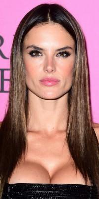 Alessandra Ambrosio VS Jourdan Dunn : qui porte le mieux le smoky eye ?
