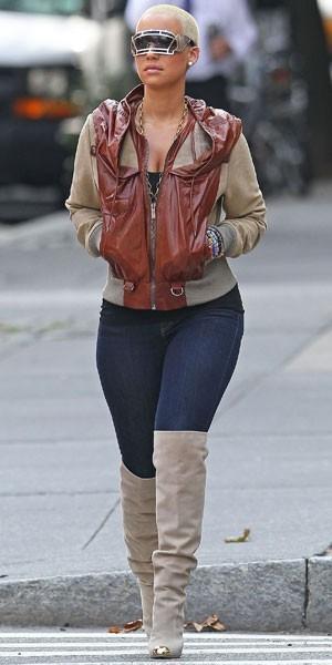 Amber Rose : des lunettes futuristes en hommage à son ex ?