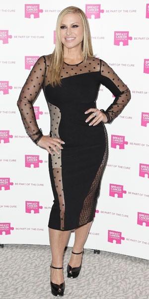 Anastacia porte une gaine sous sa robe Stella McCartney