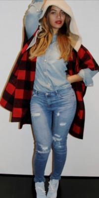 Beyoncé : total look denim et poncho de bûcheron !