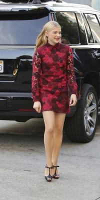 Chloe Grace Moretz voit rouge !