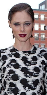 Coco Rocha : un make-up orchidée pourpre !