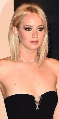 Jennifer Lawrence VS Selena Gomez : duel de regards charbonneux sur red carpet !