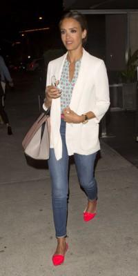 Jessica Alba : pimpante et bronzée pour la soirée !