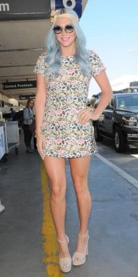Kesha : radieuse avec son look joliment colorée !