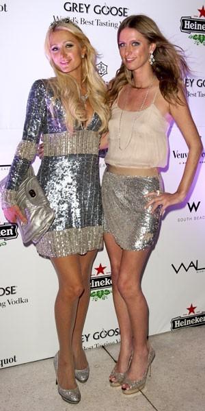 Les looks brillants des soeurs hilton pour le nouvel an en - Look nouvel an ...