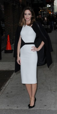 Mode : Emily Blunt : On craque pour son total look monochrome glam-chic !