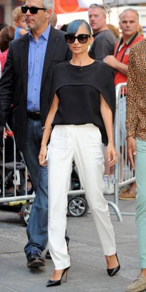 Nicole Richie VS Victoria Beckham : laquelle porte le mieux le top Balenciaga ?