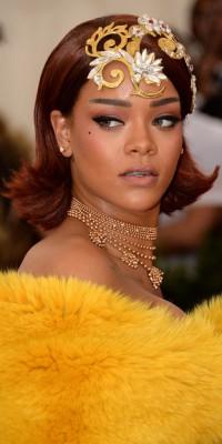 Rihanna, make-up parfait pour la reine des temps modernes !