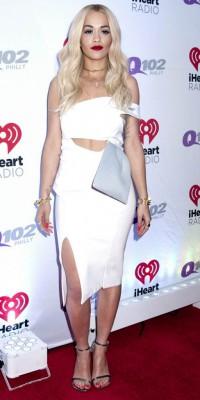 Rita Ora VS Pixie Lott : qui porte le mieux la robe blanche découpée ?