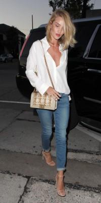 Rosie Huntington-Whiteley VS Jamie Chung : jean slim ou jean flare... A chacune son style !