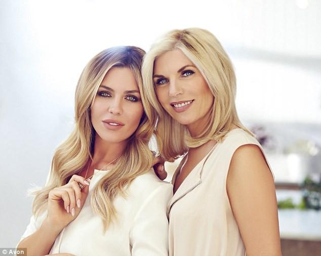 Beauté : Abigail Clancy : sa mère lui fait de la concurrence sur la campagne Avon !