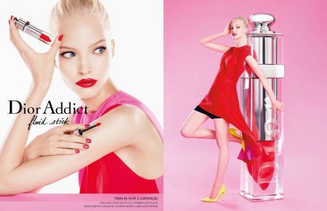 """Nouvelle campagne pour le """"Fluid Stick"""" avec Sasha Luss"""