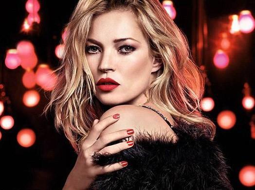 Beauté : Kate Moss : captivante et hautement glamour pour la nouvelle campagne de Noël de Rimmel !