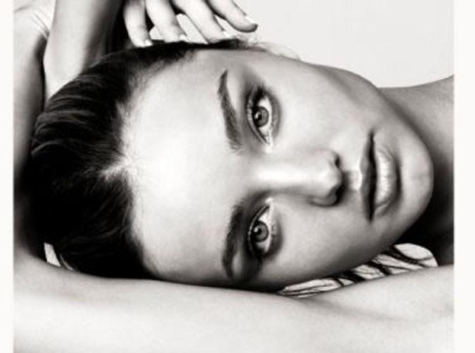Beauté : Miranda Kerr : sa collection de soins pour la peau arrive enfin sur net-a-porter.com !