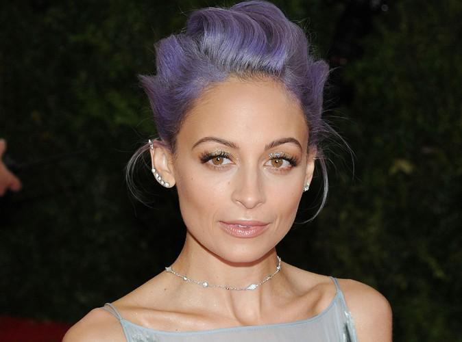 Beauté : Nicole Richie : oubliée la coloration bleue électrique, la belle revient au violet !