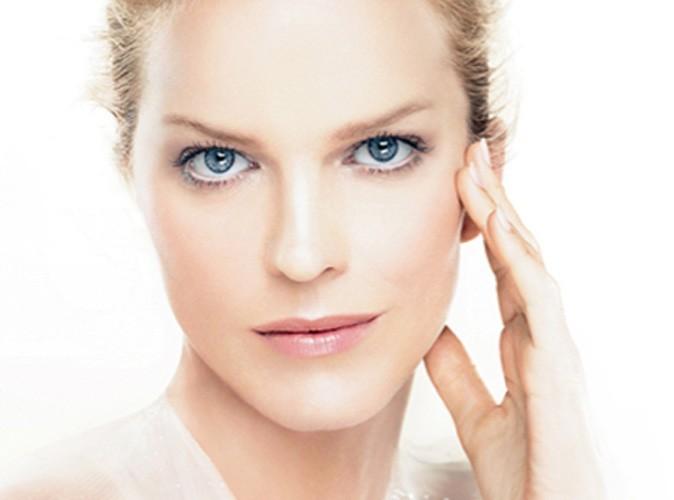 Eva Herzigova : découvrez-la représentant la Crème Multi-Perfection de Dior !